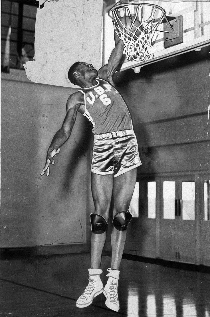 Above the rim : Classic photos of Bill Russell