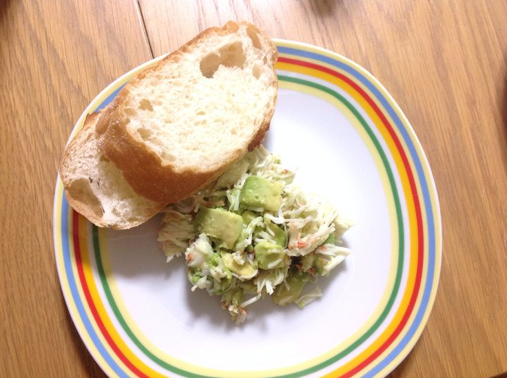 New Zealand salad: mix crab sticks with avocado, add olive oil and salt, serve with bread.