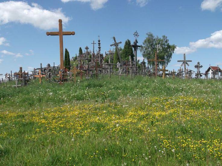 ユーラシア旅行社バルト三国ツアーで行く、リトアニアの十字架の丘