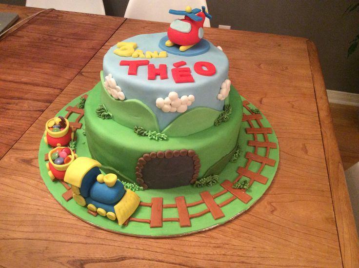 Gâteau d'anniversaire, train et hélicoptère