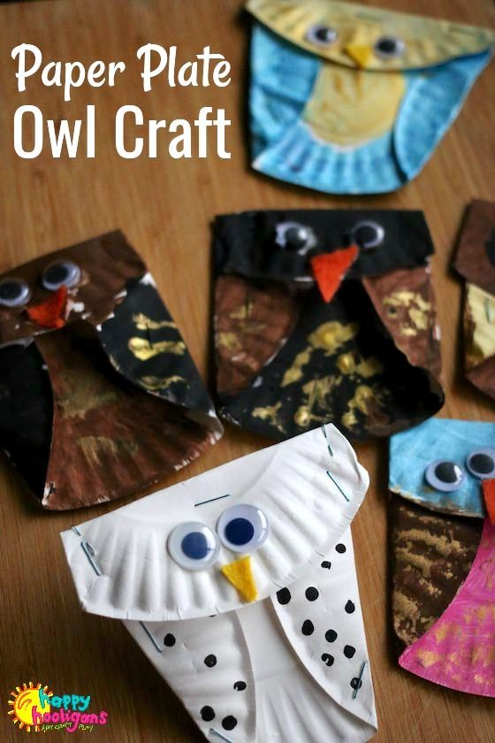Easy Paper Plate Owl Craft for Kids! What a fun and easy fall craft for kids of all ages to make. Make a mobile by hanging them from a small tree branch, or pin them to a cut-out tree branch on a wall or bulletin board at home or in the classroom - Happy Hooligans  via @https://www.pinterest.com/happyhooligans/