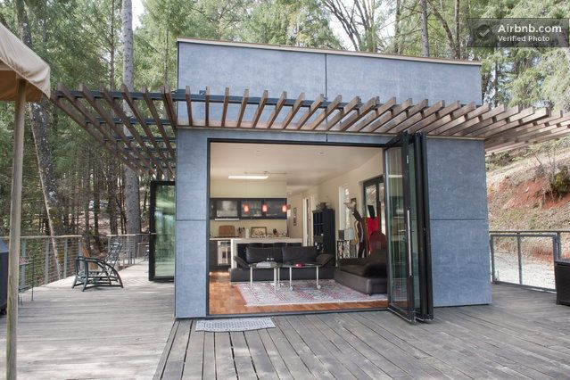 """""""Green"""" Off-Grid Glass House in Grass Valley"""