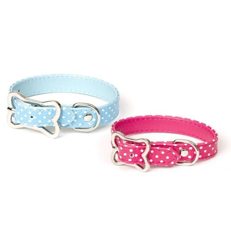 El collar de lunares tiene un diseño precioso y muy elegante. La hebilla está cromada y tiene la forma de un hueso, lo que la hace aún más bonita. Disponible en color rosa y azul. Con estos collares de lunares blancos su perro se diferenciará de los demás