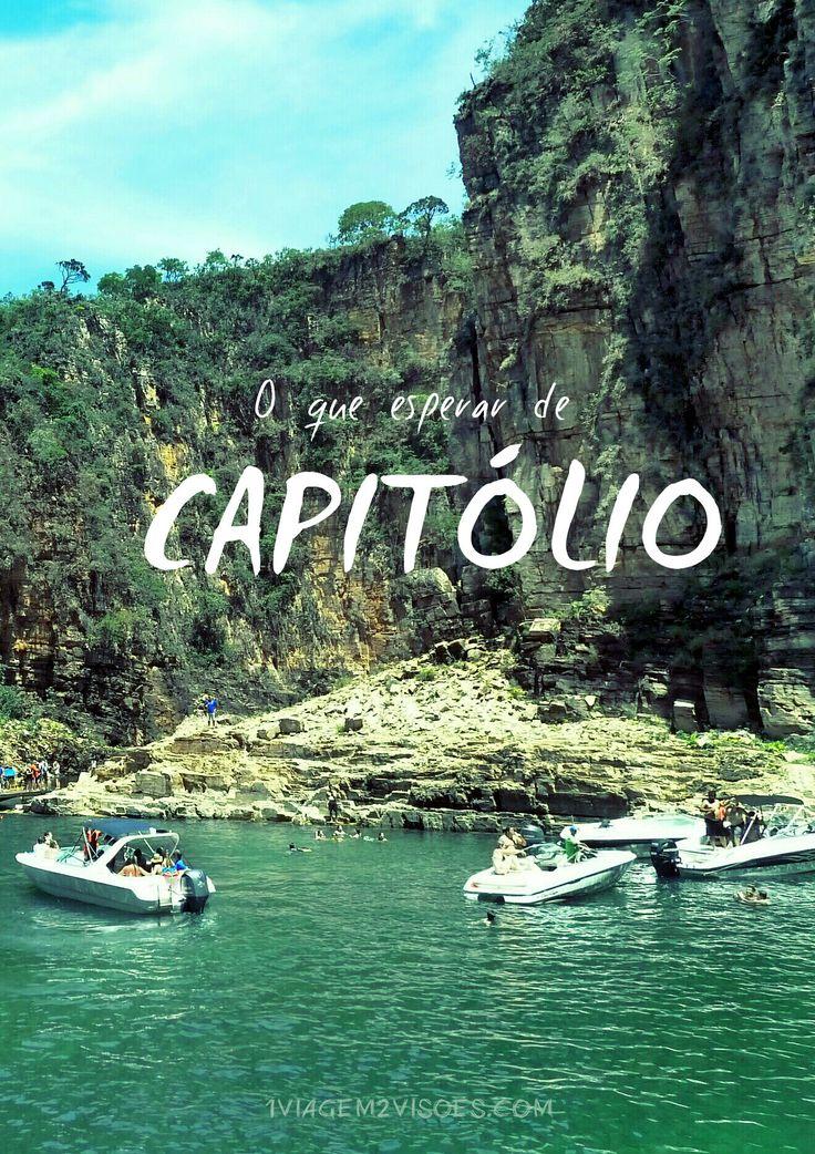 Um relato da experiência em Capitólio: muito perrengue, muita cachoeira linda, canyons de babar, comida boa e dicas de uma hospedagem acertada. https://1viagem2visoes.com/2016/04/05/canyons-de-capitolio-ou-levamos-26-horas-pra-chegar-mas-valeu-a-pena/ Na foto: Lago de Furnas, em um passeio que saiu do hotel Engenho da Serra (que a gente fala mais sobre no post)