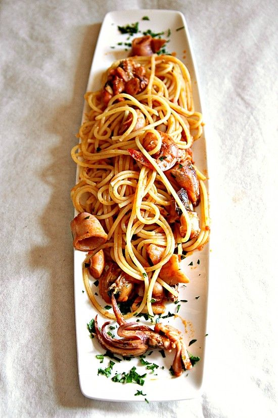 Spaghetti with seafood and citrus scent