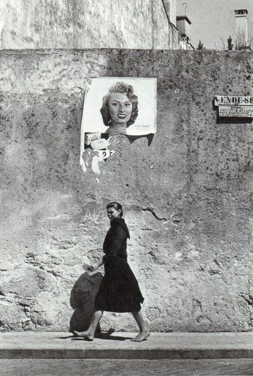 "Agnès Varda, ""Sophia Loren em Portugal"" Povoa de Varzim, 1956."