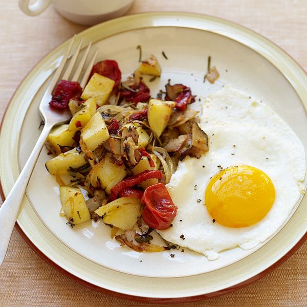 Looking for a breakfast that'll keep you satisfied? Fuel up with our hash and eggs made healthier with turkey pastrami and just a touch of oil. #recipe #WWLoves