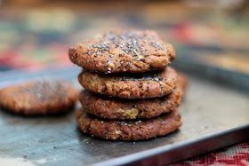 petite kitchen: 'caramel' banana cookies sprinkled with chia seeds