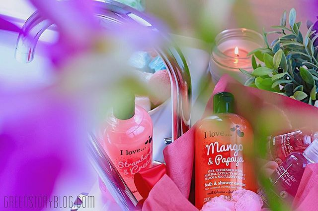 How do you prepare for a relaxing Friday night.... a fruity warm bath 🛀 maybe! [Fabulous Fun Time Stocking-Fillers only at #Watsons]  ______ #bloggerlife #holidayfun #WatsonsMalaysia #ILoveMalaysia #KustiesMalaysia #ButterflyMsia