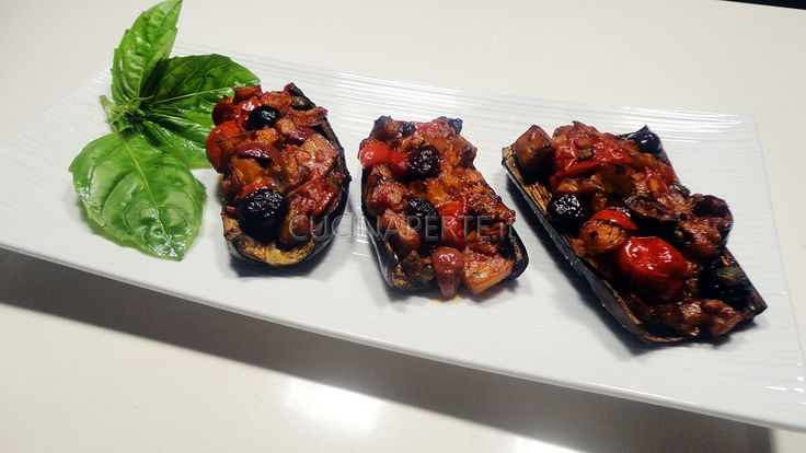Le Melanzane a Scarpone sono una ricetta tipica della cucina tradizionale partenopea, un piatto dal profumo estivo e dal gusto deciso ed irresistibile.