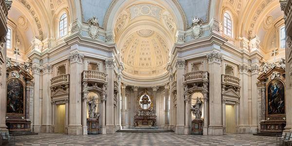 L'altare maggiore della Cappella di San Uberto