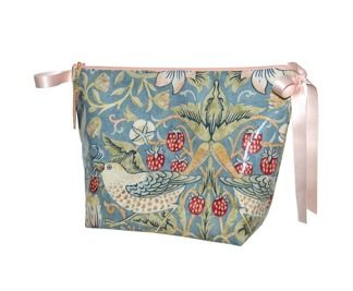 Necessär William Morris - Classic vaxad Strawberry Thief Ljusblå