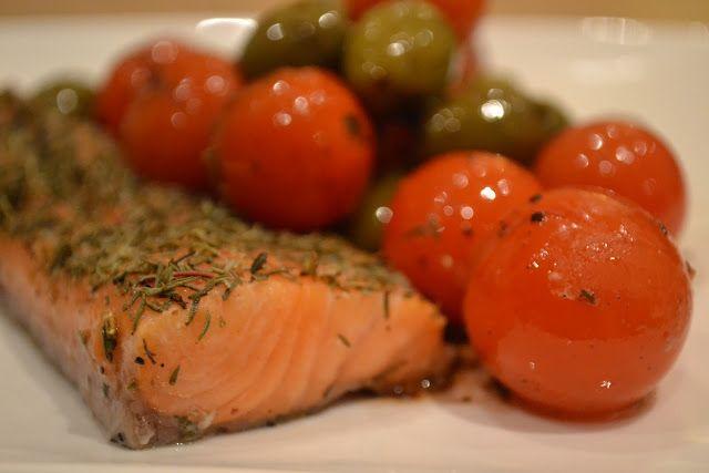 heel lekker receptje van Pascale Naessens: Zalm met warme olijven en tomaatjes