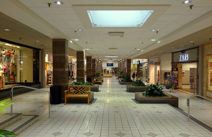 Colonial Park Mall - Harrisburg, Pennsylvania   by MJBarnes