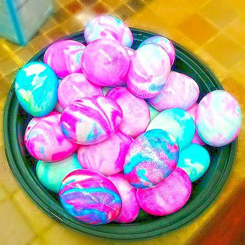 Ako si jednoducho zhotoviť mramorované veľkonočné vajcia pomocou peny na holenie - Maľovanie - Majstrovanie   Hobby portál