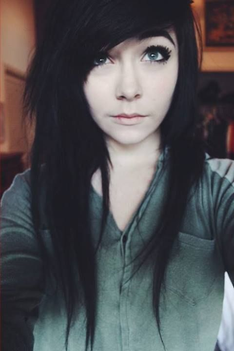 Jet Black Hair Looks Amazing With A Pale Complexion <3 Or Jet Black Anything, For That Matter. o.o... ^^