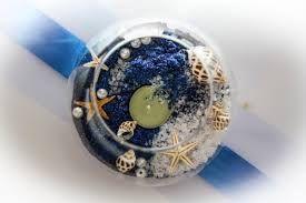centrotavola in blu con conchiglie e candela