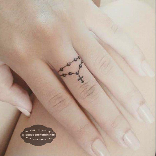 Mini terço / Rosary • Tattoo enviada pela Seguidora: @Hevilynn . ℐnspiração 〰 ℐnspiration . . #tattoo #tattoos #tatuagem #terço #fingertattoo #tatuaje #ink #tattooed #tattooedgirls #TatuagensFemininas
