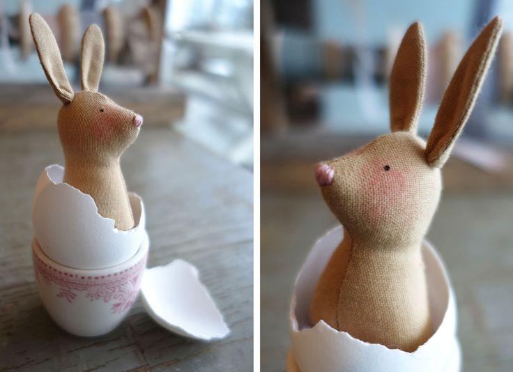 TINY EGG HARES (FREE PATTERN)   Tildas World http://www.tildasworld.com/tiny-egg-hares-free-pattern/