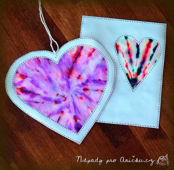 Valentýnská batikovaná srdíčka