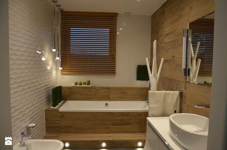 Dom w Piórkowie - Mała łazienka w bloku w domu jednorodzinnym z oknem, styl nowoczesny - zdjęcie od Studio Projekt