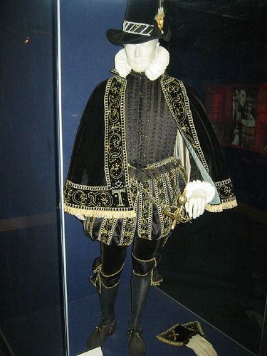 Elizabethan costume 2 by kirstieaiw, via Flickr