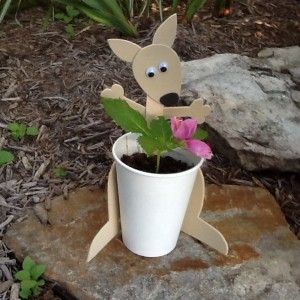 Make this adorable kangaroo flower pot with your kids and learn 10 fun #kangaroo facts along the way!