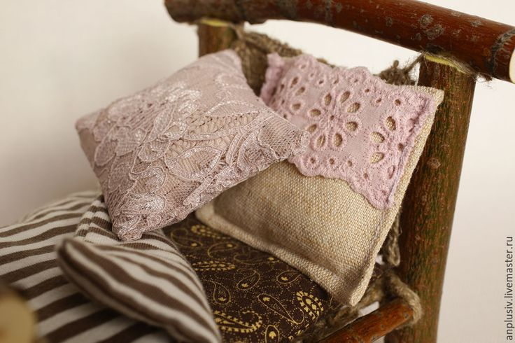 Купить или заказать Деревянная кроватка с постельным бельем в интернет-магазине…