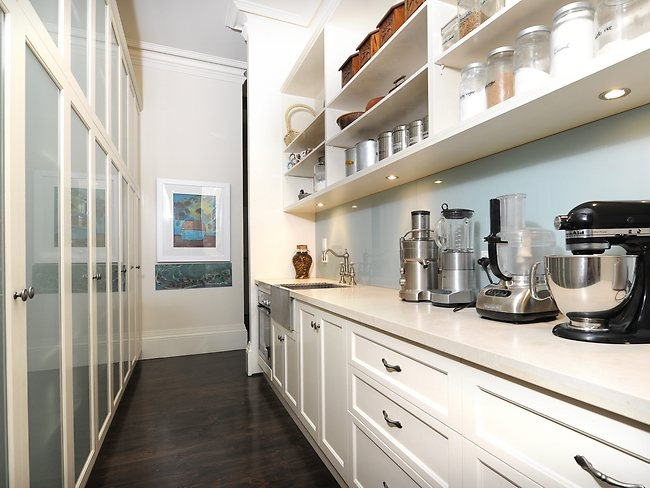 Butlers pantry galley kitchen butlers kitchen pantry for Galley kitchen storage solutions