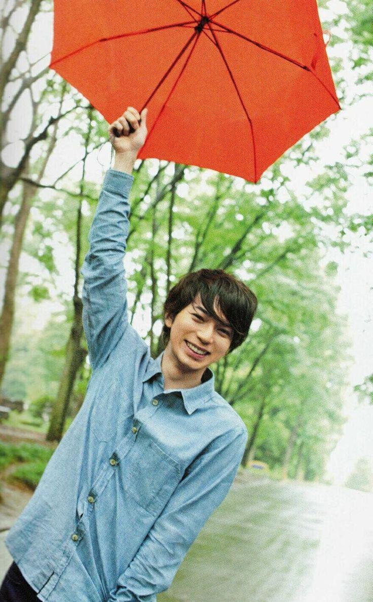 傘入る人~?