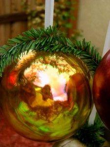 Make luminous ornaments with Ranger Alcohol Inks! Designed by Jennifer Clark.