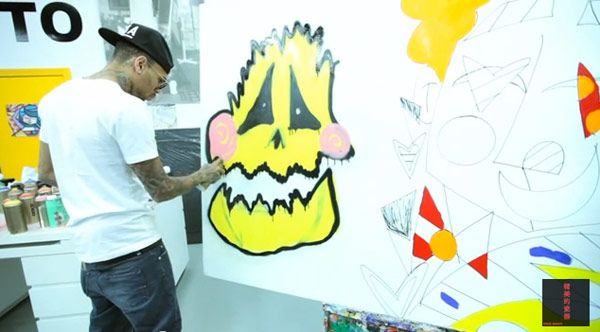 Chris Brown Creates Graffiti Art With Best Buddies Organization — Video