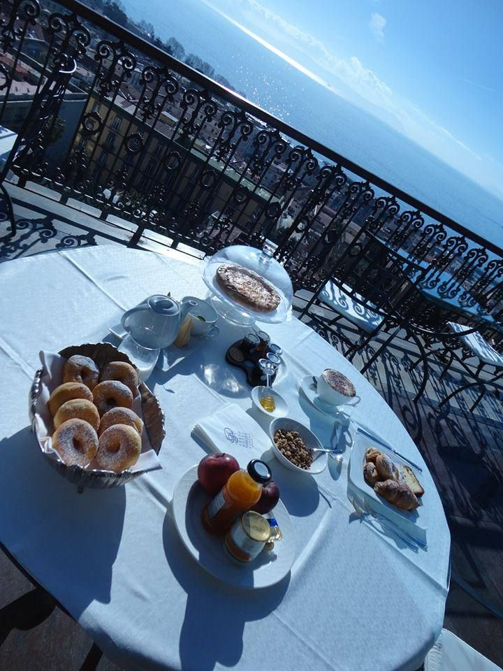 Anche oggi abbiamo cominciato la giornata con una prima colazione panoramica presso il nostro ristorante George's.