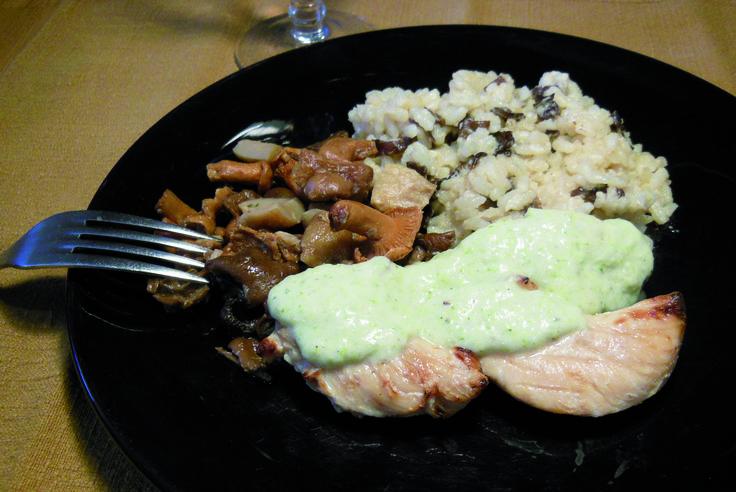 Aiguillettes de poulet sauce brocoli, poêlée forestière et riz crémeux