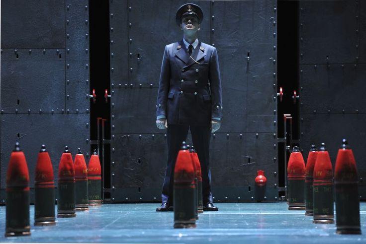 BILLY BUDD  Inszenierung Immo Karaman  Deutsche Oper am Rhein 2011