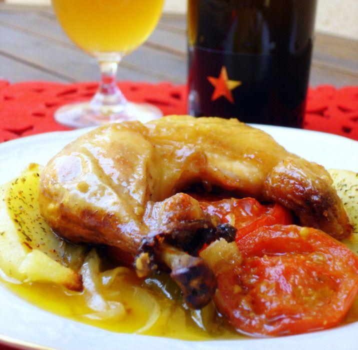 Pollo asado sobre verduras de temporada