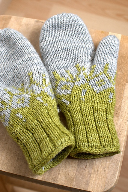 Ravelry: Froufrouetcapus mon kit mains bien au chaud