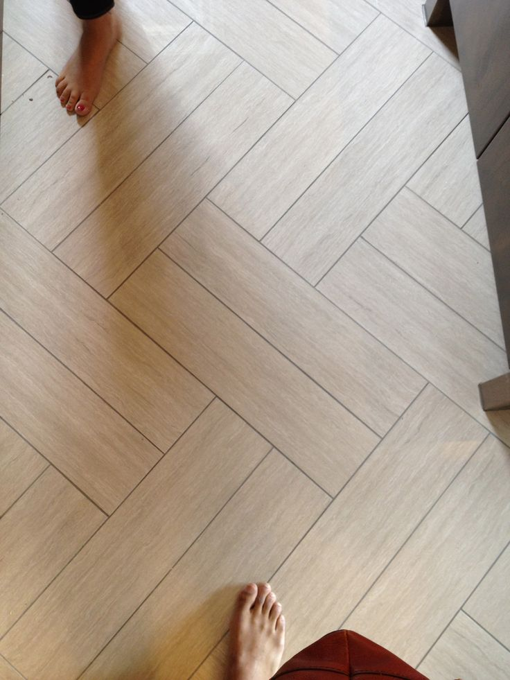 Recommended floor pattern for bathroom...excellent example of inexpensive materials made to looks expensive!