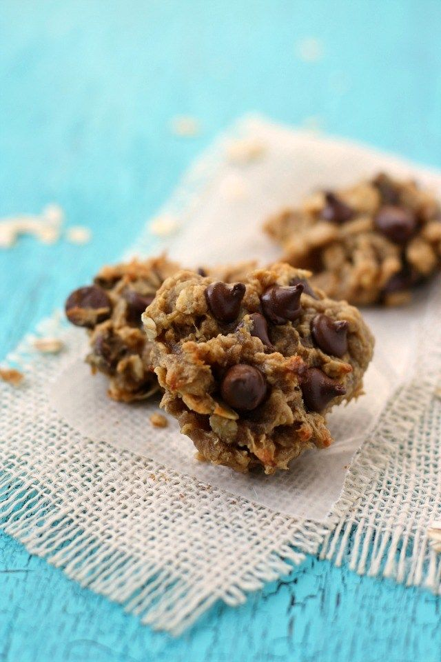 FOUR ingredient cookies - these are a healthy way to get your cookie fix! Just bananas, peanut butter, oats, and chocolate chips.