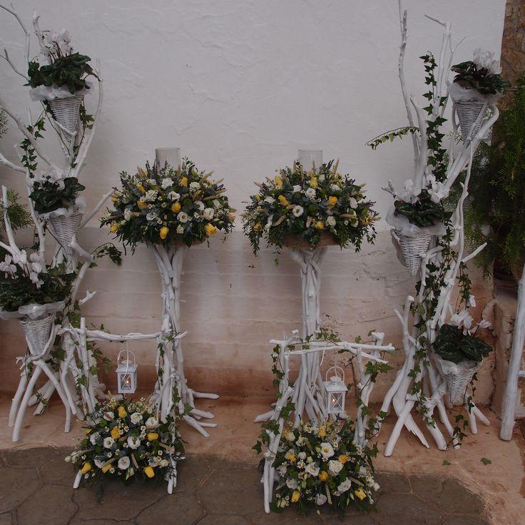 λαμπάδες γάμου με φρέσκα άνθη σε βάσεις από θαλασσόξυλα..Δεξίωση | Στολισμός Γάμου | Στολισμός Εκκλησίας | Διακόσμηση Βάπτισης | Στολισμός Βάπτισης | Γάμος σε Νησί - στην Παραλία.