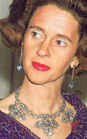Tiara of the ducal Mendinceli family purchased by the Spanish government and given to Queen Fabiola as a wedding gift by Franco. Tiara Mania.  It can be worn with rubies, aquamarines  and emeralds, as a necklace, and in 2 ways as a tiara.Tiara Mania