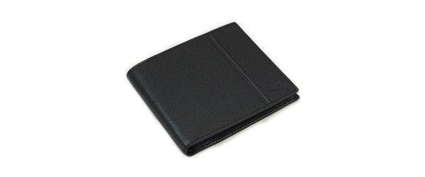 Классический кошелек-портмоне с дополнительным функционалом S.T.Dupont изготовлен из натуральной кожи высокого качества и закрывается на металлическую кнопку. В кошельке-портмоне S.T.Dupont предусмотрены 2 отделения для купюр (в полную длину денежной купюры), 1 отделение на молнии в полную длину купюры, 3 кармашка для пластиковых карт, кармашек на молнии свободного назначения, 2 прозрачных кармашка для пропуска/водительского удостоверения, а также кармашек для мелочи на металлической кн...
