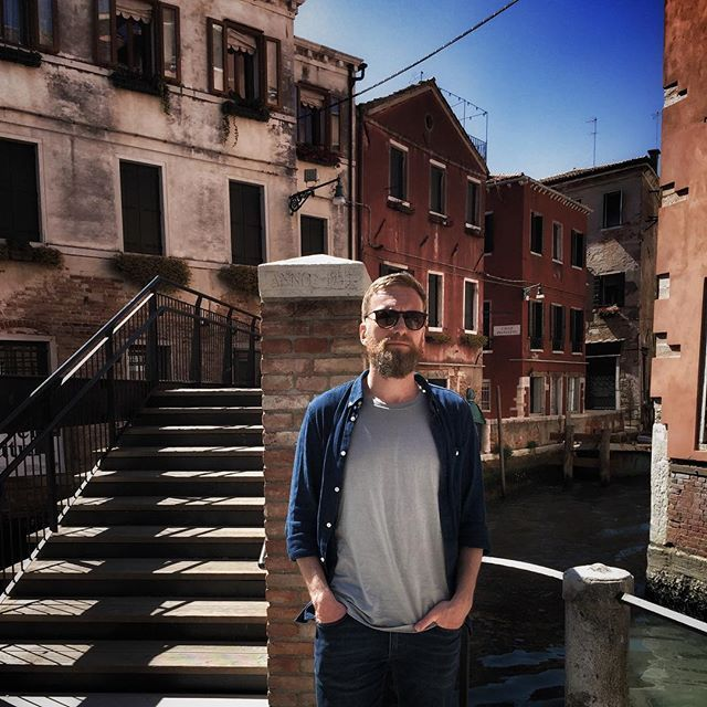 After my morning run i walked around Venice refueling on coffee, beer, mozzarella and sunshine. Not to shabby. Tomorrow I'm doing a short morning run before catching the plane back to Denmark. #italy #venice #venedig #postrun #loowcph #refuelling
