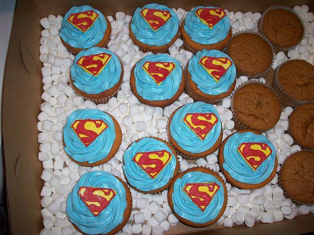 25 b sta superman cupcakes id erna p pinterest superman logo och superhj ltet rta