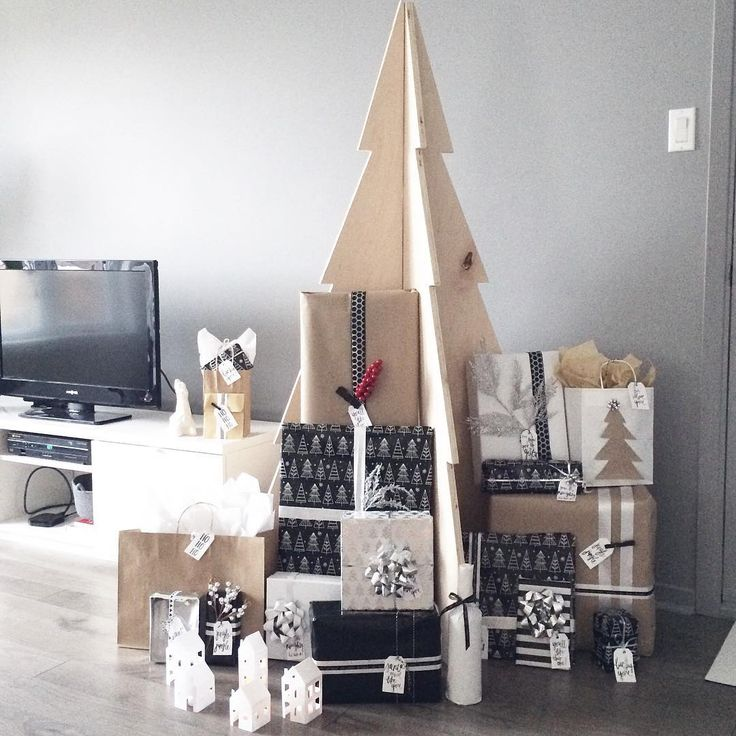 Il ne manque pas de cadeaux sous ce sapin en plywood là.  #merrychristmas #joyeuxnoel #christmas #noel #giftwrap #cadeaux #gifts #christmastree #modernchristmastree #minimalistchristmas #minimalistdesign #blackandwhite #scandinavian #scandinavianstyle #scandinaviandesign #diy #diychristmas #pinterest #pinterestchristmas #target #targetstyle #targetdoesitagain #targetchristmas #plywoodproject #plywood
