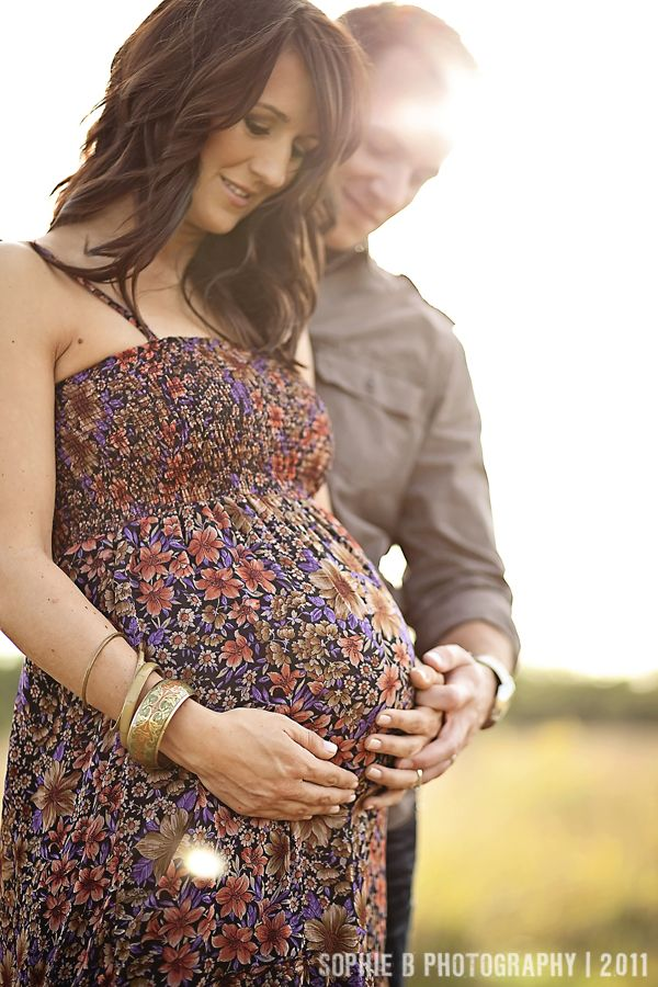 Simple maternity pose.