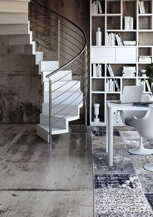Escada caracol branca com corrimão de inox