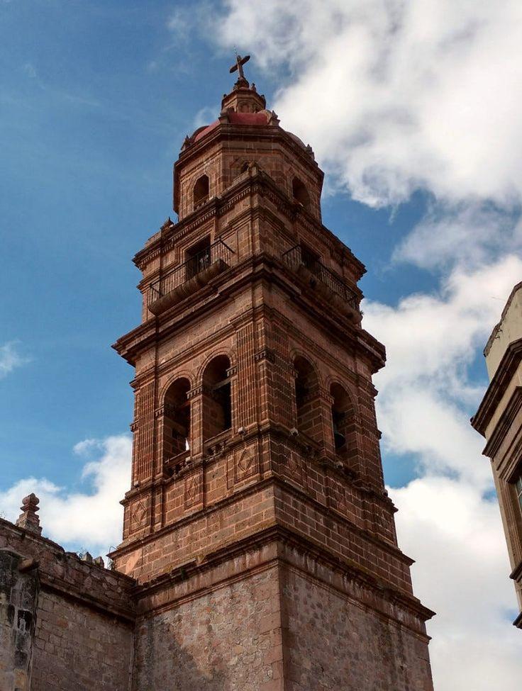 Campanario del templo de San Agustín, edificio del siglo XVI, se estima como el segundo edificio más antiguo de Morelia. #morelia #michoacan #mexico