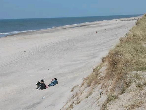Kilometerlange Sandstrände an Dänemarks Westküste ... da, wo einem der Wind den Kopf freipustet ...