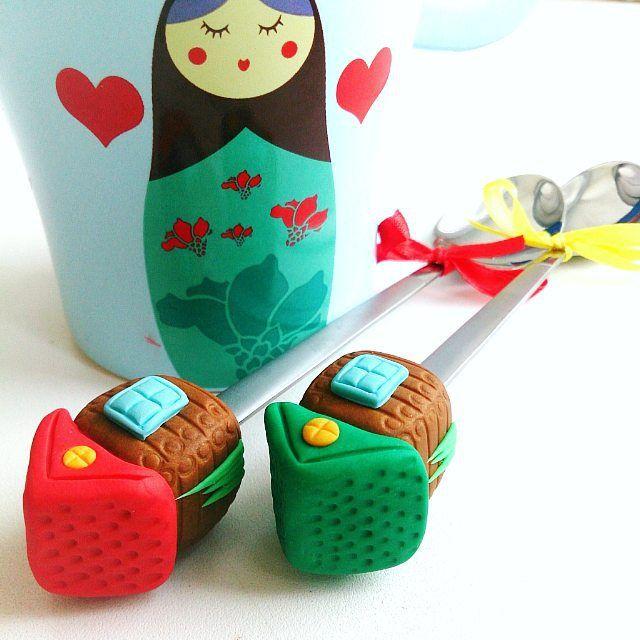 Домики друзьям на новоселье! ________________________ Все ложечки здесь ➡ #lerasandrovna_crafts #spoon #kitchen #cucina #kitchenwear #handmade #polymerclay #worldbestideas #icecream #cake #cupcakes #вкусныеложечки #ложечки #праздник #дети #торт #подарки #свадьба #идеи #мороженое #ручнаяработа #Казань #рукоделие #творчество #полимернаяглина #фигурки #лепнина